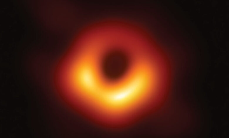 image of black hole in galaxy M87